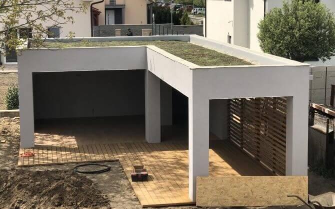 Extenzívna zelená strecha na letnej kuchyni