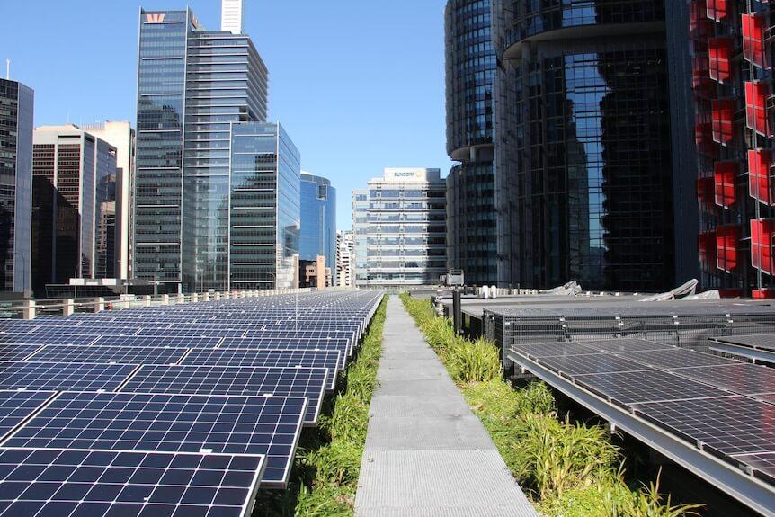 Zefektívňujú zelené strechy produkciu solárnych panelov ?